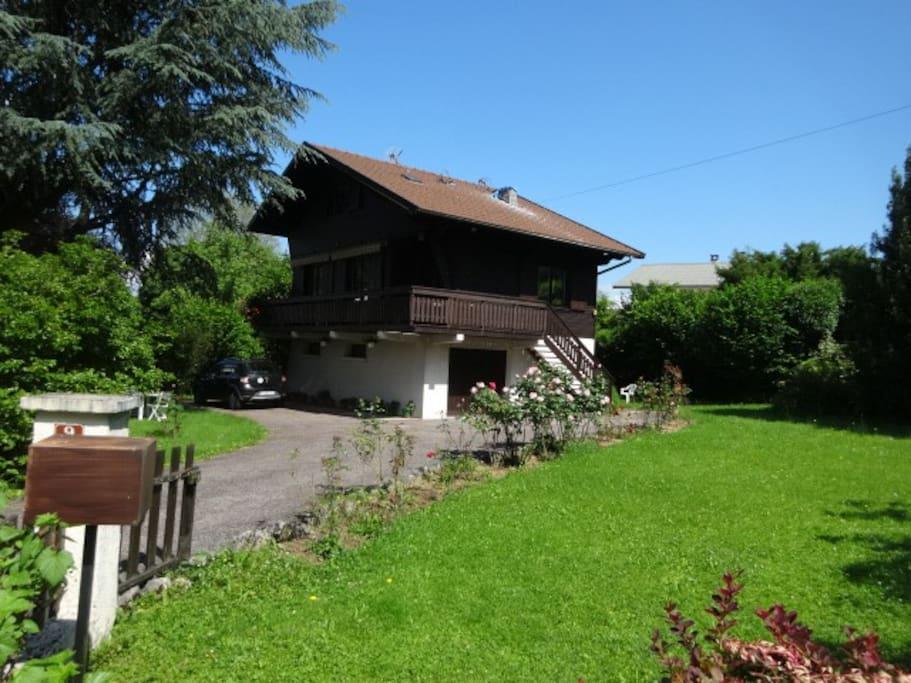 la maison et son grand jardin