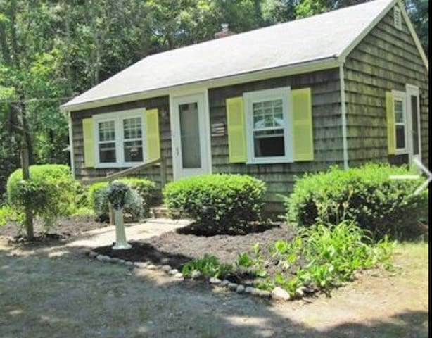 2BR Cape Cod Cottage - Near Beach - Barnstable - Talo