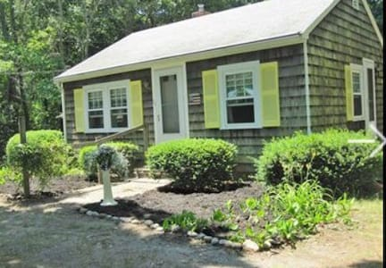 2BR Cape Cod Cottage - Near Beach - Barnstable - House
