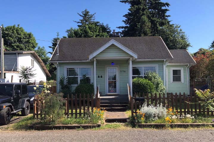 Old School PDX Bungalow