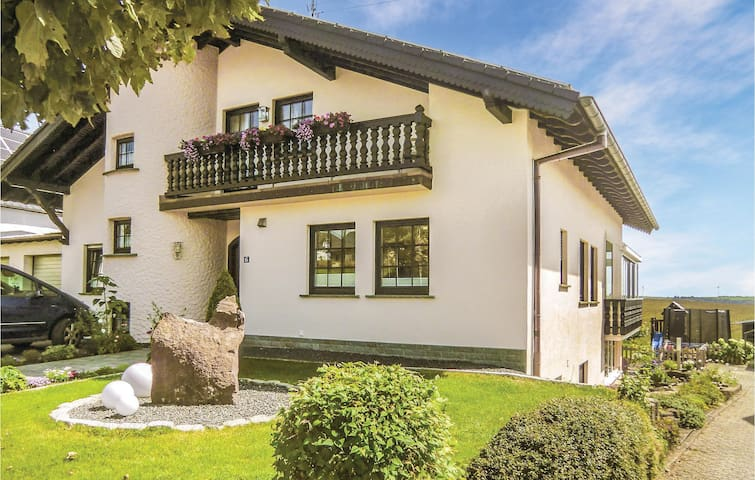 Holiday apartment with 3 bedrooms on 110m² in Karlshausen