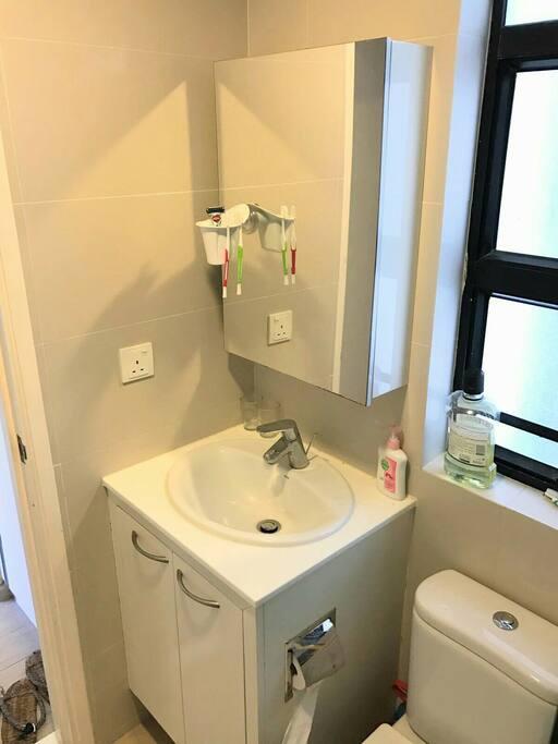 Bright, modern bathroom.