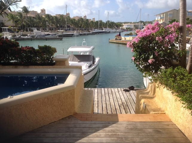 163 Port St Charles Luxury Villa On Water Front