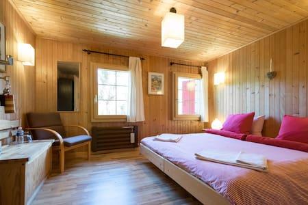 Chalet in Pays d'Enhaut  - A - La Tine - Bed & Breakfast - 0