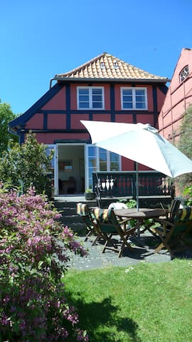 Charming, bright house with view - Svaneke - Dom