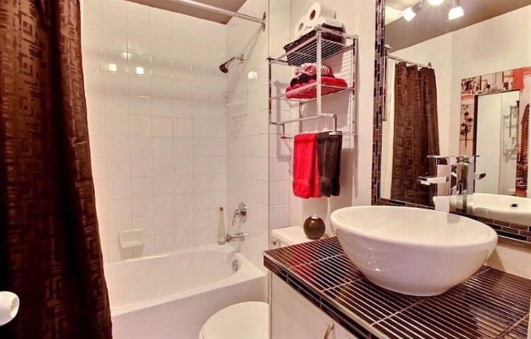New condo full furnished downtown - Montreal - Pis