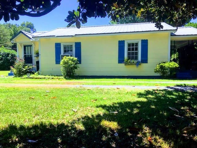 Vintage 1950s Cottage
