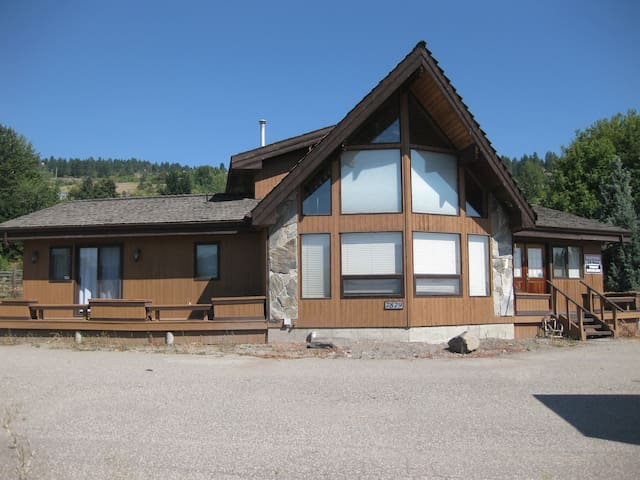 Chalet House Overlooking Swan Lake, Vernon BC