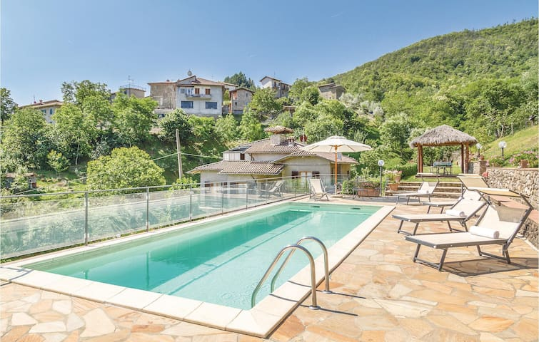 Holiday cottage with 3 bedrooms on 130m² in Ortignano AR