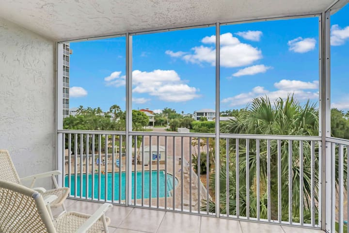 The 3rd floor balcony overlooks one of the two community pools, for a great view of the activity around the complex.