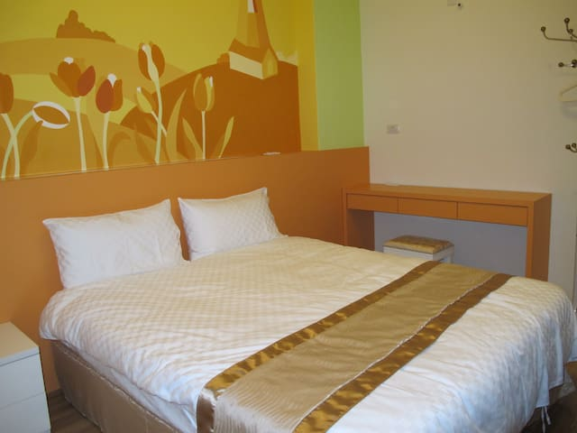 Close to train station, comfortable double room