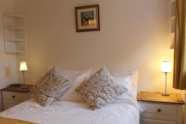 Quaint Lymington flat near High St and Marinas