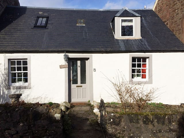 Sciora cottage - Perth and Kinross - House