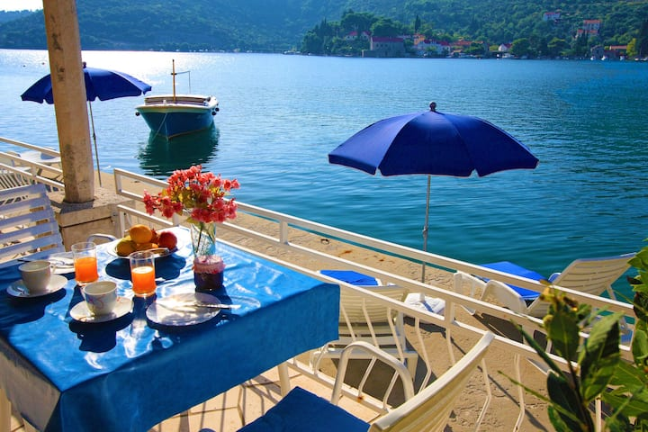 Quiet and relaxing seafront Apartment Marija