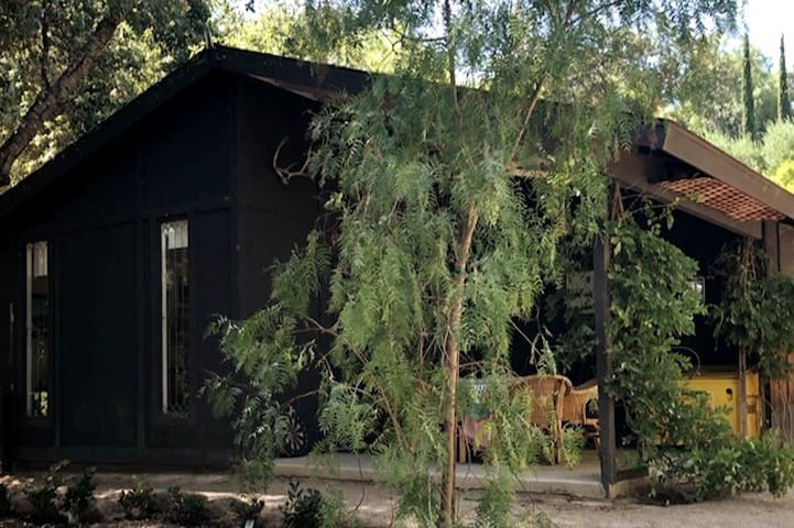 Secluded Historic Cottage in Ojai's Arbolada