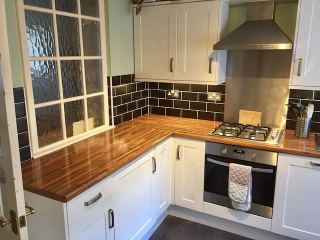 Cosy two bedroom terrace - Cardiff