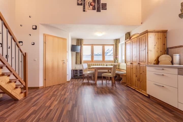 Apartment for 2 right by ski slope