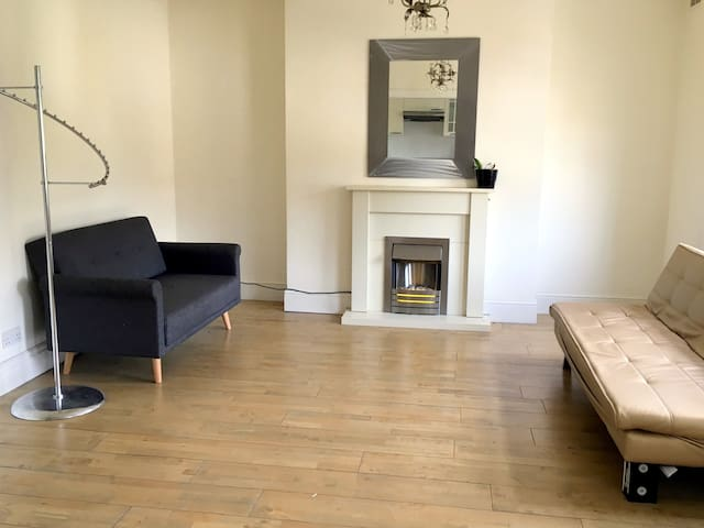 Apartment in Crystal Palace (main Anerley Road)