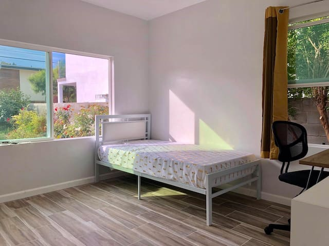 Private bedroom near SMC, UCLA, West Los Angeles
