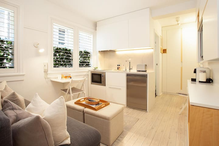 Cosy Flat in Art Deco Building Minutes From City