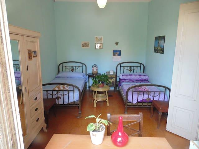 Casa con  jardín .Bien comunicada con Barna, 15min - Sant Feliu de Llobregat - Dům