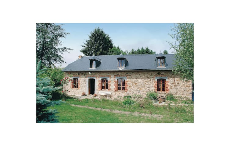 Holiday cottage with 4 bedrooms on 127m² in Mondrepuis