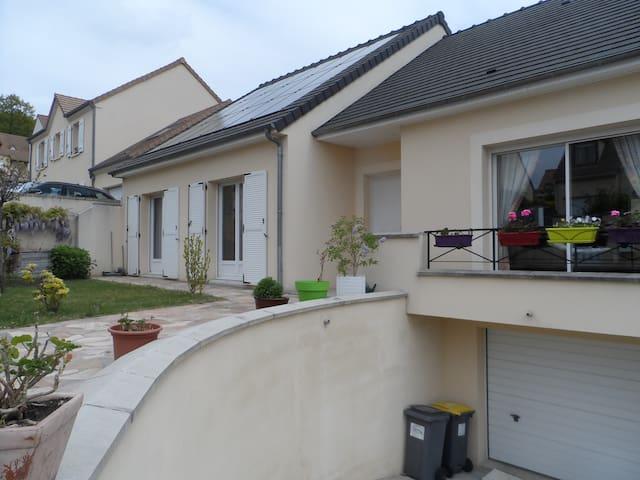 Deux chambres (12 et 9m2)  à Montlhéry (Essonne) - Montlhéry - Hus