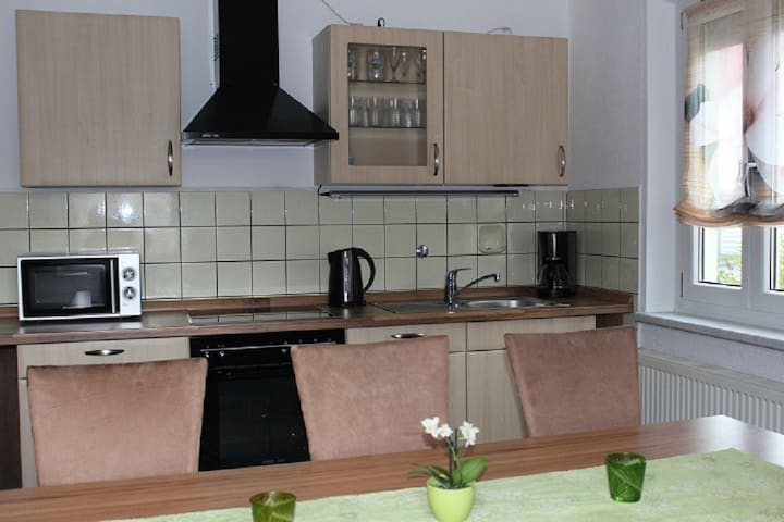 Gästehaus Neumarkt (Neumarkt i.d. Oberpfalz), Komplettes Ferienhaus (90qm) für 8 Personen mit vollausgestatteter Küche und 4 Schlafzimmern