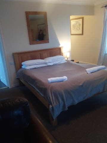 King and Single Room