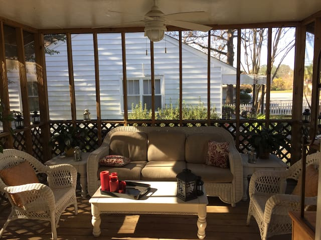 Park Circle Home with Screened Porch and Yard!
