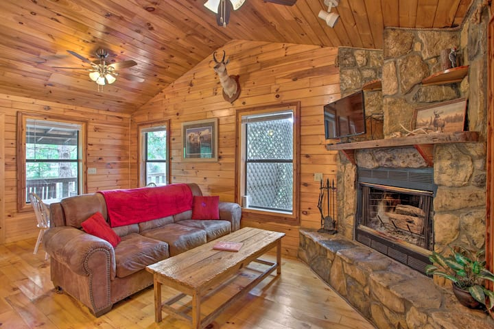 NEW! Pet-Friendly Cabin 5 Miles to Broken Bow Lake