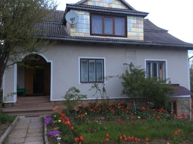 Вікторія - Yaremche - Rumah