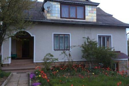 Вікторія - Yaremche - Huis