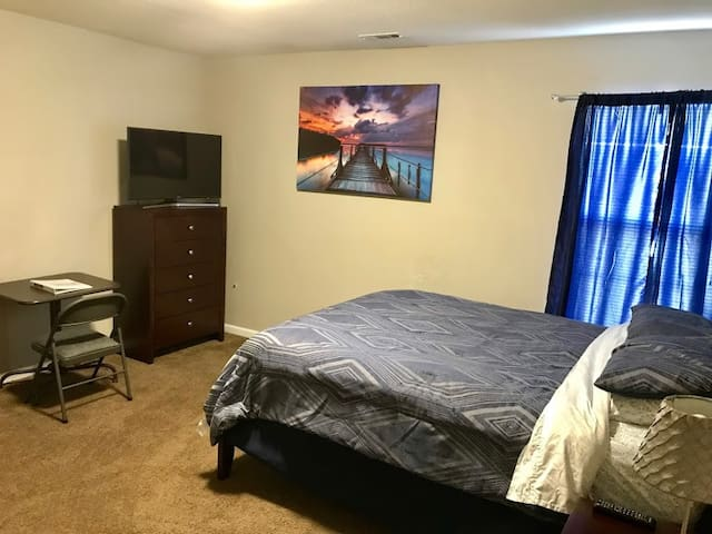 CLEAN/WiFi/CABLE/10min -> CLT/UPTOWN