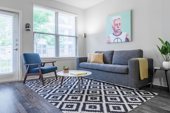 Locale | Austin Eastside | Eclectic 1BR King Suite