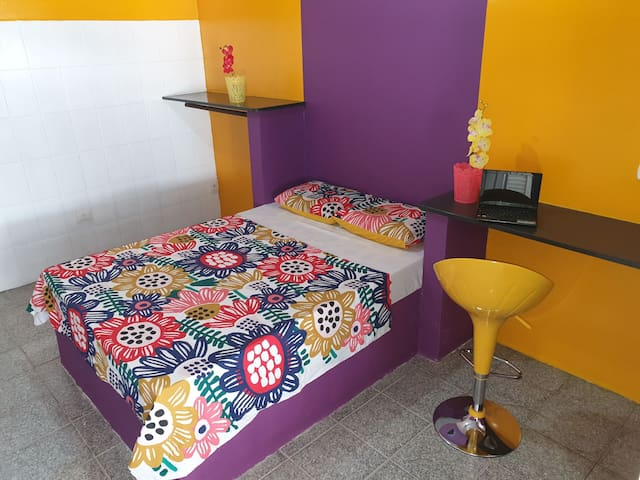 Suite ESPETACULAR, entrada privada e banheiro priv