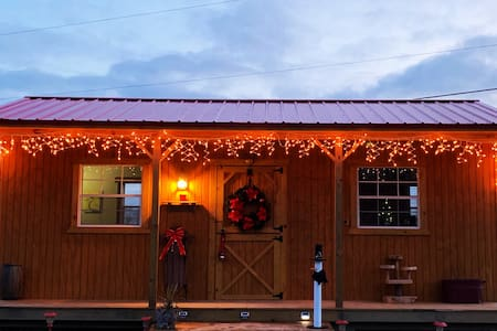 Cozy Cabin Minutes from Michigan's Harbor Country