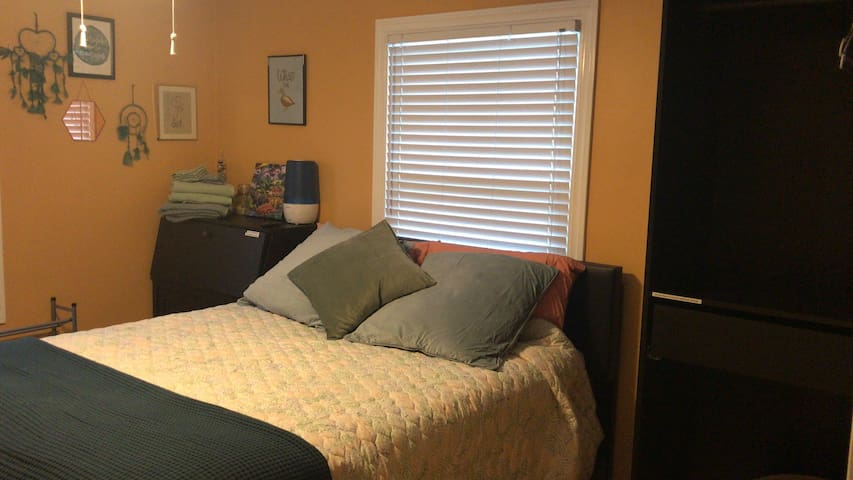 Private Room in Home near Royal Oak - Pet Friendly