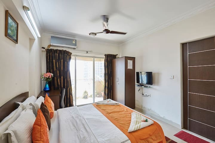 Double bedroom in Chandivali with breakfast