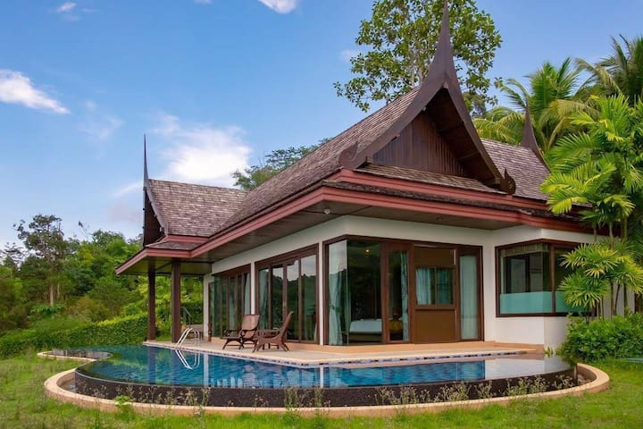 SEAVIEW Infinity pool villa at Hilltop w/ KingBed
