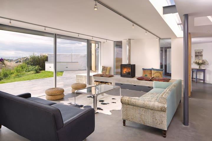 Fabulous eco beach house, direct access to beach
