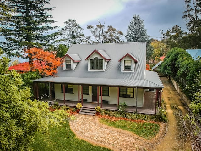Mountains lodge walking distance to National Park