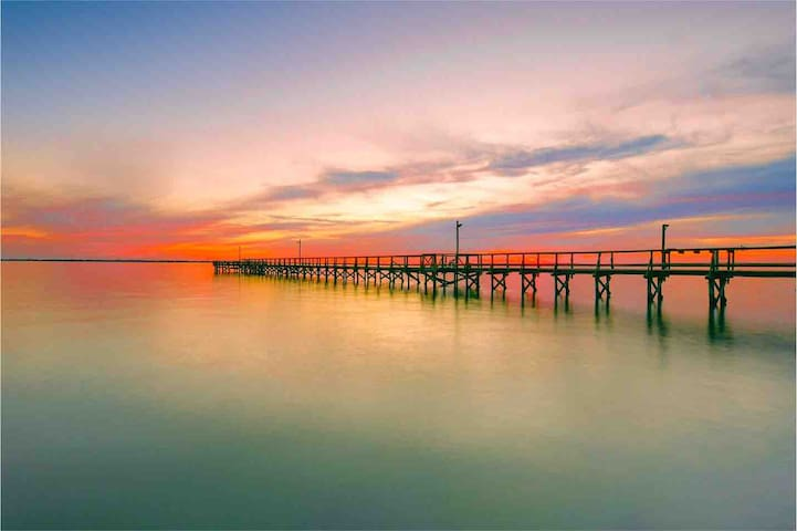 "PRIVATE PIER, ""TROPHY TROUT"" COTTAGE ON COPANO BAY"