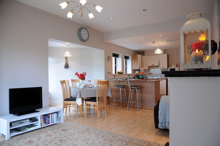 Central Apartment on River Laune - Killorglin