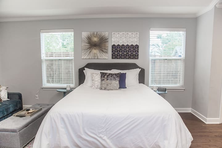 Updated Studio Apartment in the Heart of Nashville!