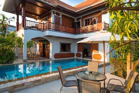exceptionnal pool thai villa