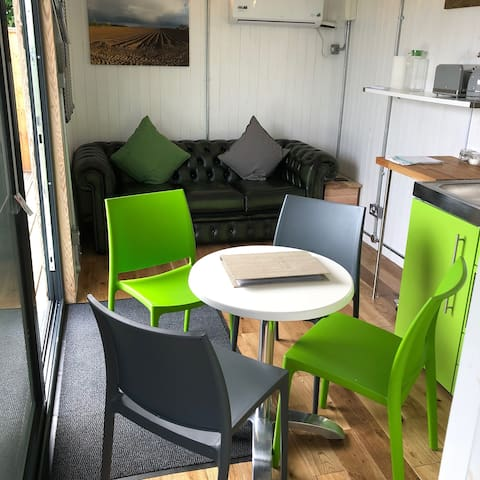 Green CargoPod at Lee Wick Farm Cottages & Glamping