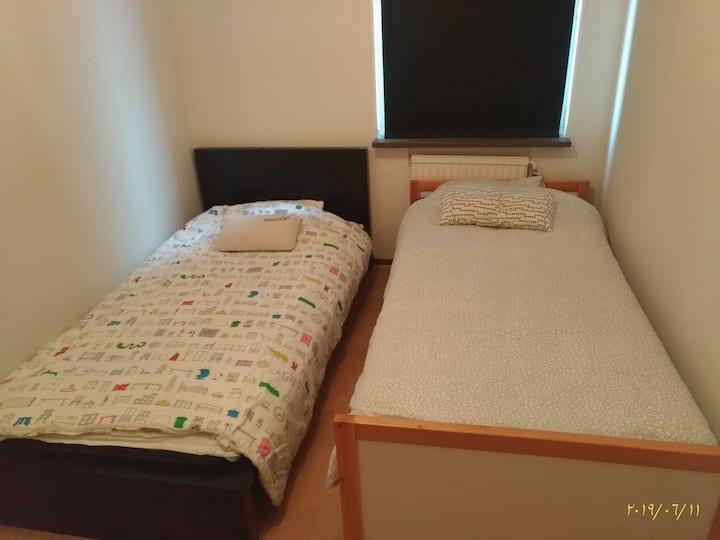 استمتع بعطلتك بحجز غرفتك في بيت مشترك
