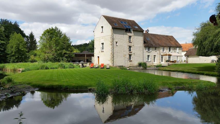 Moulin du 15ème siècle proche Fontainebleau - Aulnay-la-Rivière - Muu
