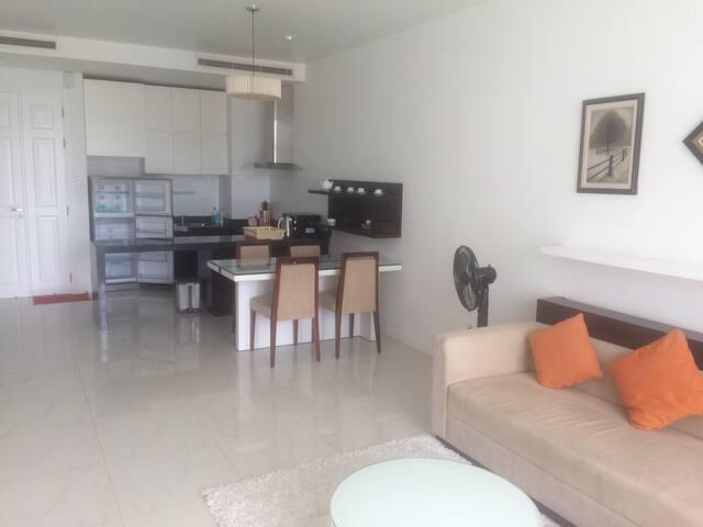 Modern 1 bdr. Apartments Ocean Vista